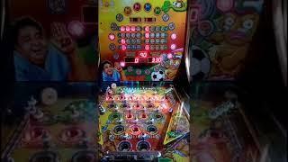 Jugando x9 en la máquina de Pelotas  de $5 peso (Pinballs)